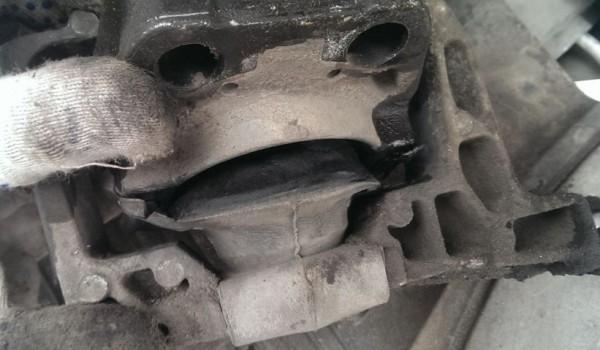 Замена подушек в двигателе автомобиля Форд Фокус