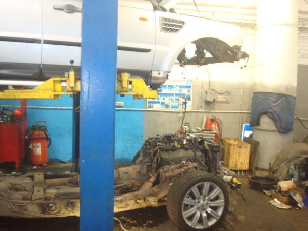 Range Rover снимаем кузов для замены трубок автотело.рф
